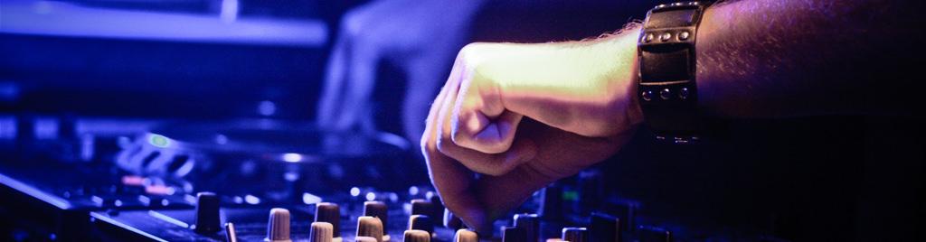 Leitfaden für die Wahl eines DJs – 15 Fragen, die Sie Ihrem DJ stellen sollten